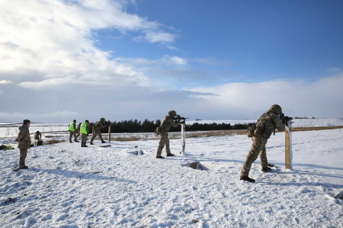 Reservists practice shooting at Battle Hill Range